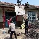 コンクリートを屋根に運ぶ