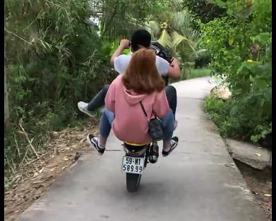 バイクでウィリー