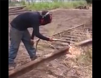 鉄道レールを切断