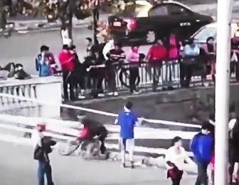 橋から転落