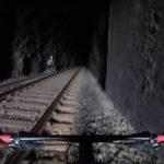電車から必死に逃げる