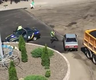 警察官から逃げまくる女性ドライバー