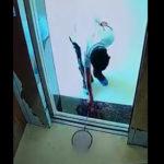 バトミントンラケットでエレベーター故障