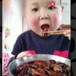 何でも食べる少年