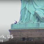 自由の女神に登り抗議
