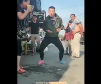 凄すぎるダンスパフォーマンス