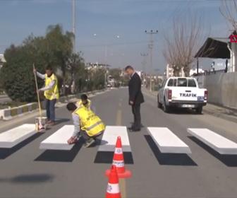 【動画】立体に見える斬新な横断歩道が凄い