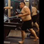 太った男性がランニングマシンで走る
